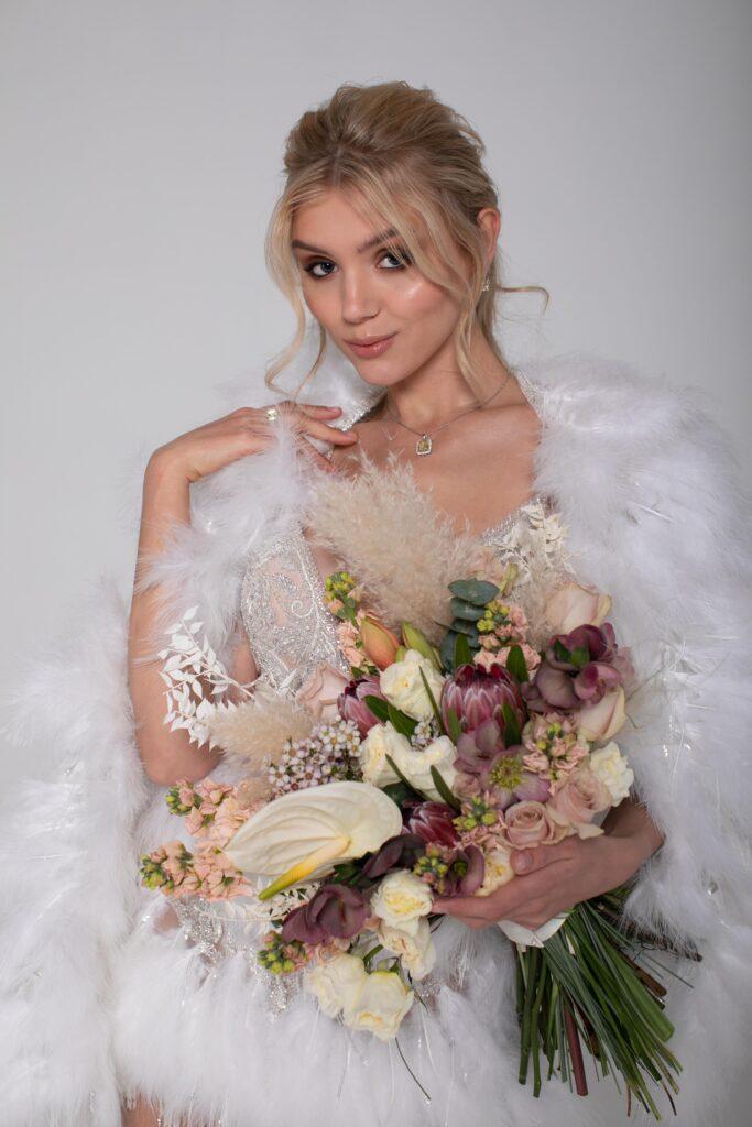 Как подобрать свадебный букет под платье
