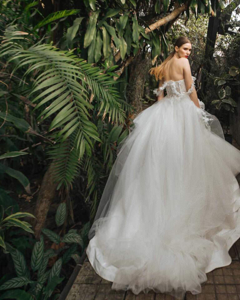 Як підняти шлейф на весільній сукні