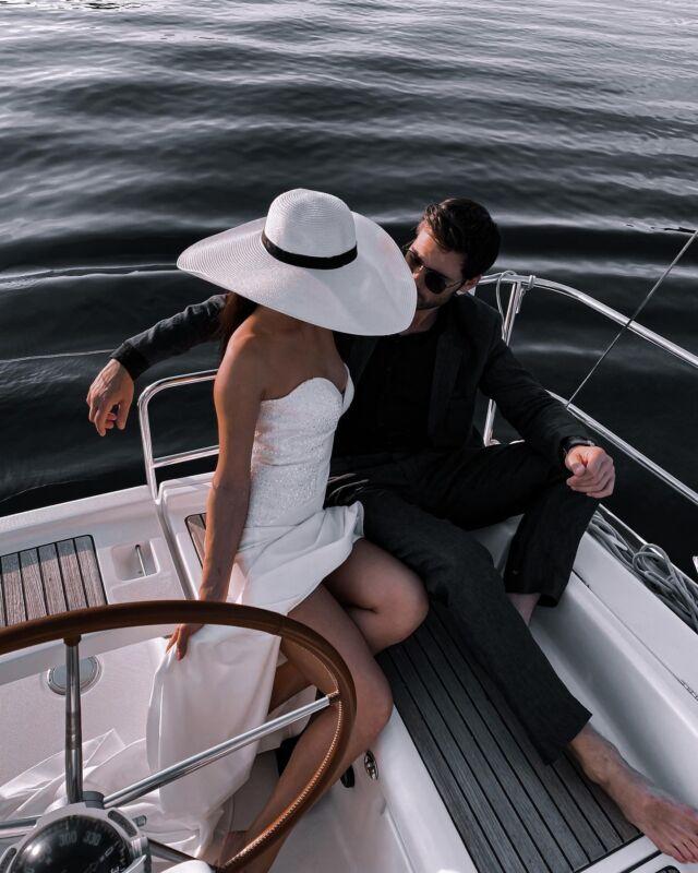 """⏰ Осінній цінопад від @wedding_world.kiev: ⏰   ♡ 1 колекція суконь """"Royal Wedding"""" -50% ♡ 2 колекція """"Brilliance Collection"""" -50% ♡ 3 колекція """"Secret Garden"""" -30% ♡ 4 колекція """"Exotic Bridal"""" -30%   💭 Наші переваги: більш ніж 100 моделей в наявності, власне виробництво, безкоштовна підгонка по фігурі готових суконь, індивідуальне пошиття по фото або ескізу!   ___________♡𝒲𝑒𝒹𝒹𝒾𝓃𝑔𝒲𝑜𝓇𝓁𝒹♡___________   💭 Встигни придбати сукню своєї мрії та заощаджуй на інші витрати! Спеціальна пропозиція! 🎁 БОНУС! Фотосесія в салоні в наших платтях в подарунок! 🎁   ▪ """"Зв`язатися"""" у шапці профілю ✉ direct message 📞 +38(099) 118 21 75, Telegram, Viber ▼ вул. Антоновича, 44, ЖК """"Chicago""""   #свадебноеплатье #свадебноеплатьекиев #купитьсвадебноеплатье #купитьсвадебноеплатьекиев #свадебныйсалон #свадебныйсалонКиев #весільнасукня #весільнасукняКиїв #ексклюзивнісукні"""