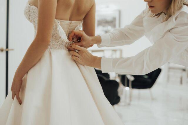 """💭 В нашому салоні можна приміряти найрозкішніші та стильні вбрання на весілля. Вибір сукні, гідної прекрасної нареченої, - перше, з чого починається підготовка до головної події в житті.  З чого почати?  💭 Віртуальне знайомство з потенційною сукнею для весілля заощадить час відвідування. Попереднє знайомство з асортиментом на сайті допоможе обмежити вибір в межах 5-10 нарядів. Перед візитом до нас необхідно:  ♡ записатися на примірку в салон ♡ обмежити свою уяву невеликим колом моделей ♡ визначитися з бюджетом ♡ вибрати сукню за розміром ♡ вибрати, хто відправиться на примірку разом з вами  ___________♡𝒲𝑒𝒹𝒹𝒾𝓃𝑔𝒲𝑜𝓇𝓁𝒹♡___________   ⇓ Записуйся на зустріч з сукнею своєї мрії !⇓   ▪ """"Зв`язатися"""" у шапці профілю ✉ direct message 📞 +38(099) 118 21 75, Telegram, Viber ▼ вул. Антоновича, 44, ЖК """"Chicago""""   #свадебноеплатье #свадебноеплатьекиев #свадебноеплатьеукраина #купитьсвадебноеплатье #купитьсвадебноеплатьекиев #купитьсвадебноеплатьеукраина #эксклюзивноесвадебноеплатье #эксклюзивноесвадебноеплатьекиев #весільнасукня #весільнасукнякиїв #купитивесільнусукнюкиїв"""